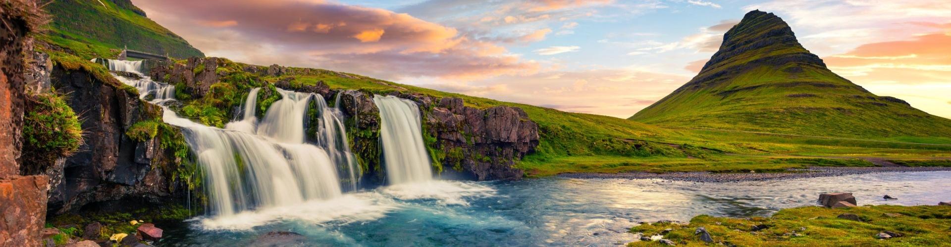 נוף מפלים באיסלנד