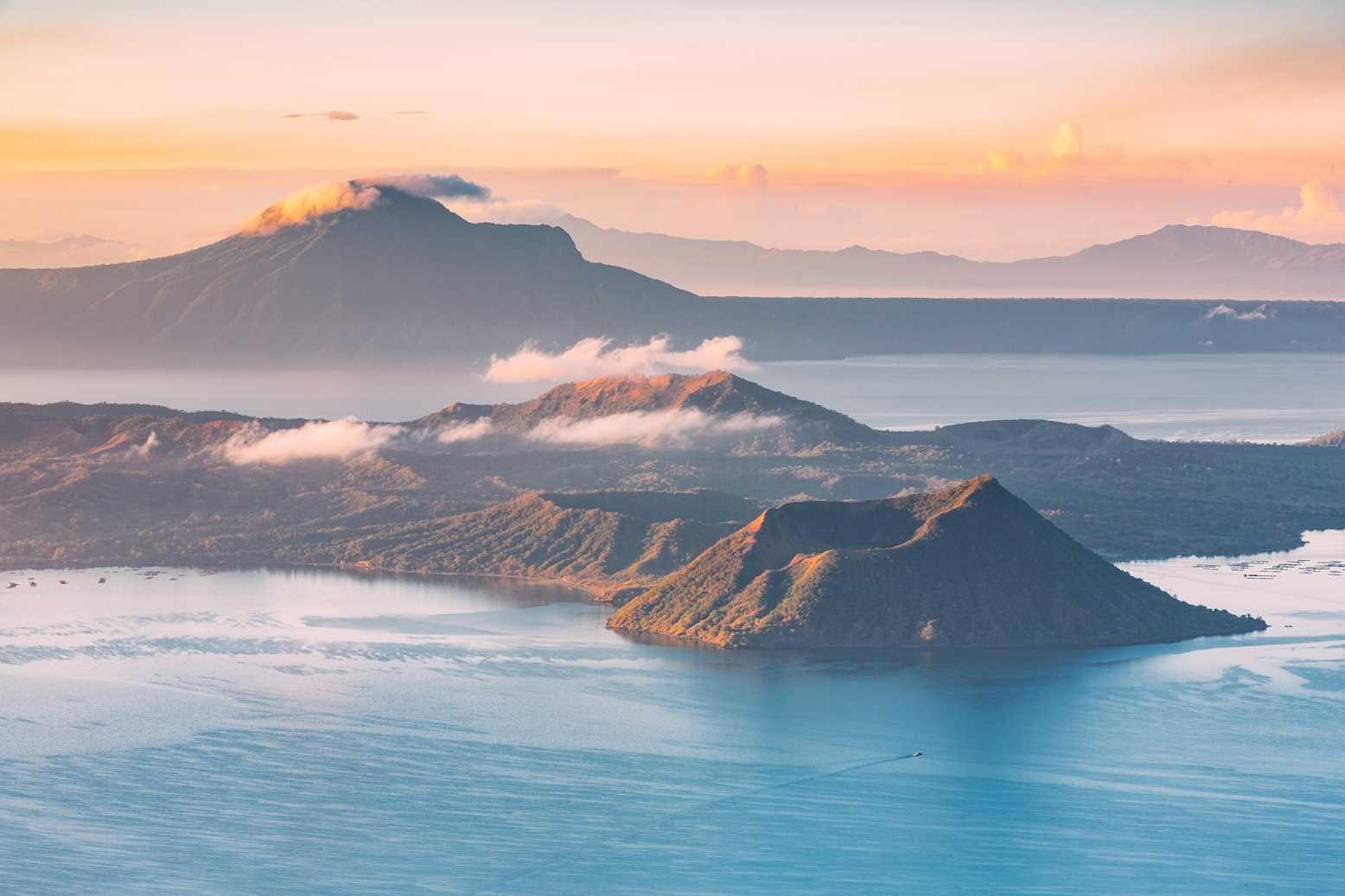 (ה')  מנילה - הר געש טאאל